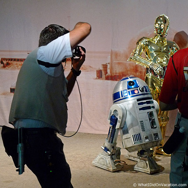 C3PO and R2D2 pose for pictures