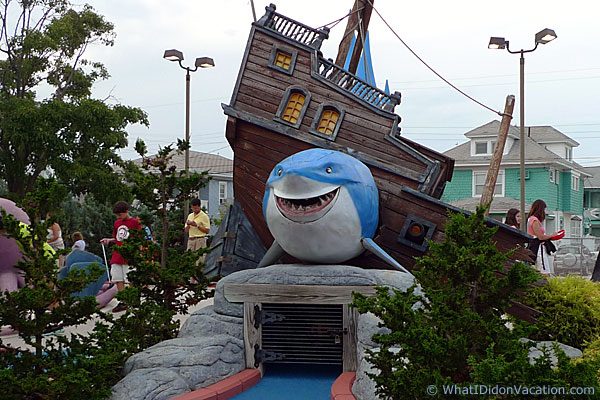 Duffer's mini-golf shark