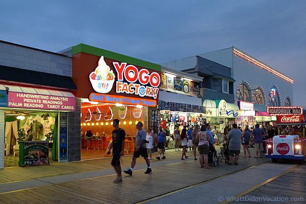 Yugo Factory Frozen Yogurt